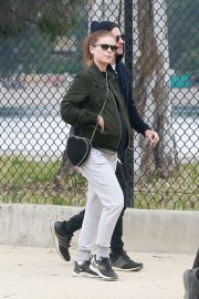 Pregnant Kate Mara and Jamie Bell Out in Silver Lake 2019/04/20 7