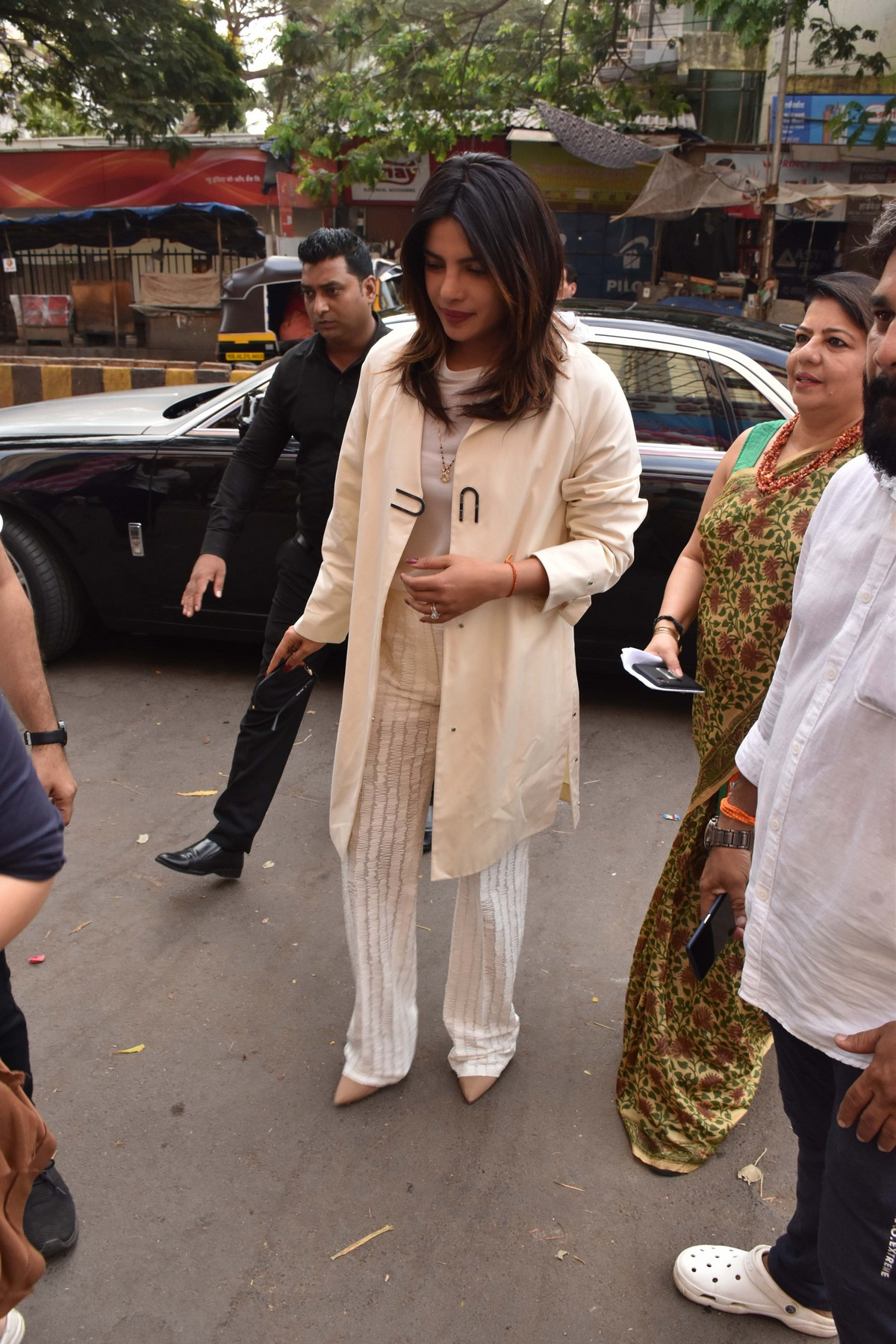 Priyanka Chopra Out in Mumbai 2019/04/29 1