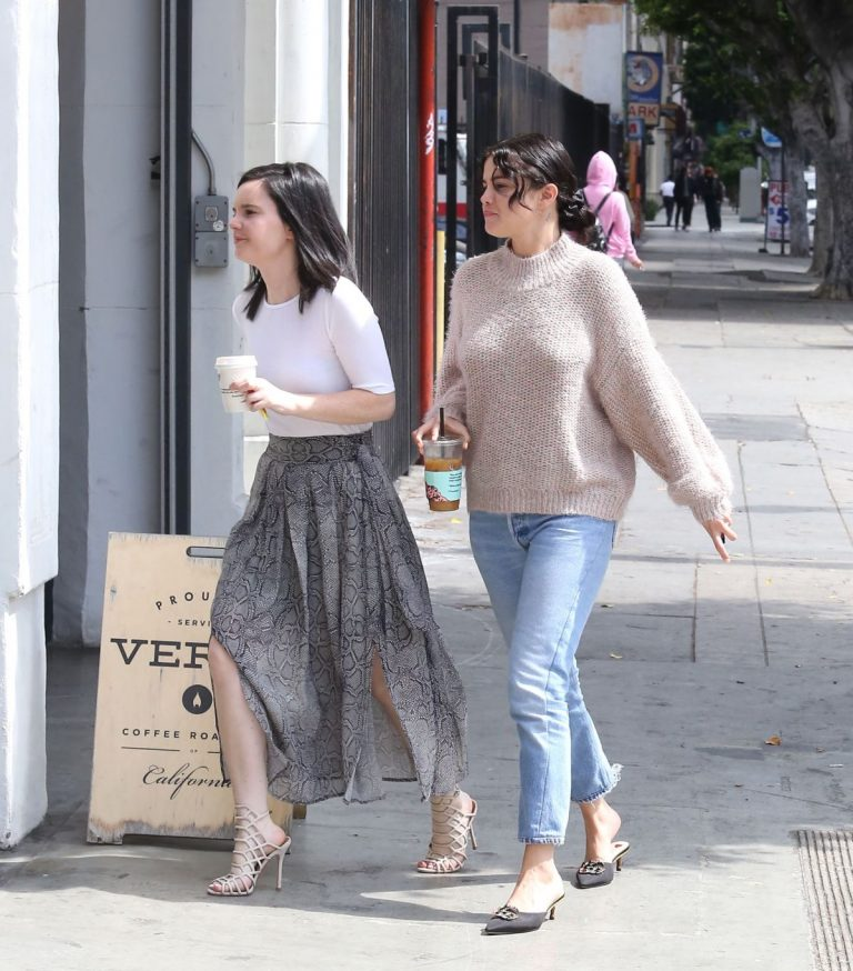 SELENA GOMEZ Out in Los Angeles 2019/04/21 1