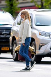 Sienna Miller Out in New York 2019/04/29 2