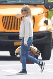 Sienna Miller Out in New York 2019/04/29 3