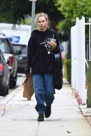 Suki Waterhouse Out No Makeup in Los Angeles 2019/04/29 6