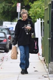 Suki Waterhouse Out No Makeup in Los Angeles 2019/04/29 14