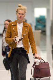 """Toni Garrn Out of Montreal after finishing working on """"Dreamland"""" 2019/04/29 2"""