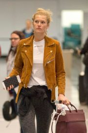 """Toni Garrn Out of Montreal after finishing working on """"Dreamland"""" 2019/04/29 4"""
