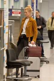 """Toni Garrn Out of Montreal after finishing working on """"Dreamland"""" 2019/04/29 7"""