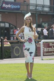 Una Healy attends Ladies Day at Fairyhouse Races in Ireland 2019/04/22 7