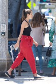 Alessandra Ambrosio and Her Sister Stop at a Local Bakery in Los Angeles 2019/05/05 3