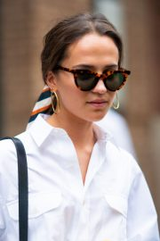 Alicia Vikander in White Shirt and Black Jeans Out in Tribeca 2019/05/10 2