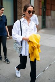 Alicia Vikander in White Shirt and Black Jeans Out in Tribeca 2019/05/10 6