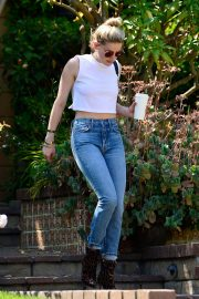 Amber Heard in Short Top & Jeans Out in Los Angeles 2019/05/12 3