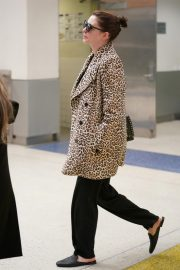 Anne Hathaway at JFK Airport in New York 2019/05/03 3