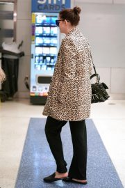 Anne Hathaway at JFK Airport in New York 2019/05/03 5