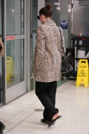 Anne Hathaway at JFK Airport in New York 2019/05/03 7