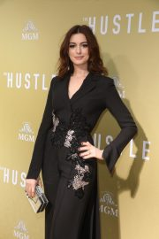 """Anne Hathaway at """"The Hustle"""" Premiere at Arclight Cinerama Dome Hollywood 2019/05/08 1"""