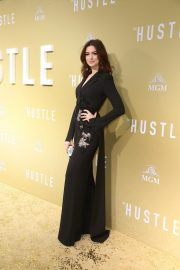 """Anne Hathaway at """"The Hustle"""" Premiere at Arclight Cinerama Dome Hollywood 2019/05/08 2"""