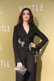 """Anne Hathaway at """"The Hustle"""" Premiere at Arclight Cinerama Dome Hollywood 2019/05/08 4"""