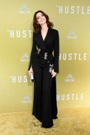 """Anne Hathaway at """"The Hustle"""" Premiere at Arclight Cinerama Dome Hollywood 2019/05/08 6"""