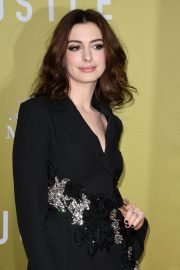 """Anne Hathaway at """"The Hustle"""" Premiere at Arclight Cinerama Dome Hollywood 2019/05/08 7"""