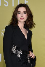 """Anne Hathaway at """"The Hustle"""" Premiere at Arclight Cinerama Dome Hollywood 2019/05/08 8"""