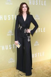 """Anne Hathaway at """"The Hustle"""" Premiere at Arclight Cinerama Dome Hollywood 2019/05/08 12"""