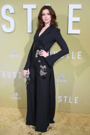 """Anne Hathaway at """"The Hustle"""" Premiere at Arclight Cinerama Dome Hollywood 2019/05/08 14"""