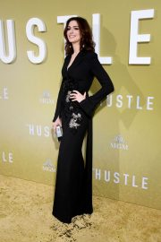 """Anne Hathaway at """"The Hustle"""" Premiere at Arclight Cinerama Dome Hollywood 2019/05/08 16"""
