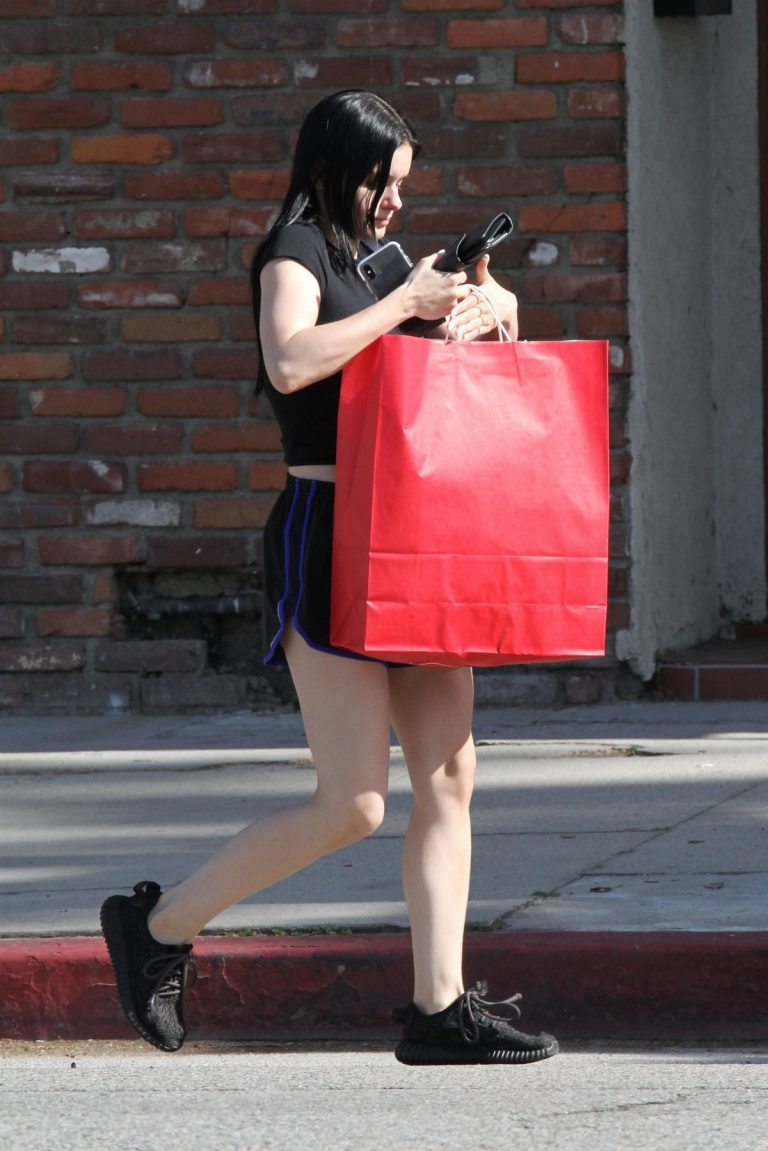 Ariel Winter flashes her legs Out in Los Angeles 2019/05/01 7