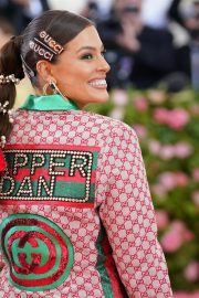 Ashley Graham at The 2019 Met Gala Celebrating Camp: Notes on Fashion in New York 2019/05/06 6