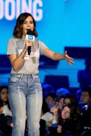 Bailee Madison attends WE Day Chicago at the Forum 2019/05/08 5