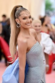 Candice Swanepoel at The 2019 Met Gala Celebrating Camp: Notes on Fashion in New York 2019/05/06 1