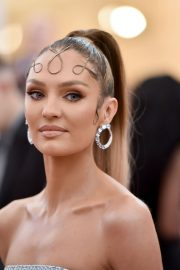 Candice Swanepoel at The 2019 Met Gala Celebrating Camp: Notes on Fashion in New York 2019/05/06 2