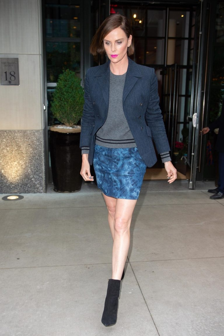 """Charlize Theron at """"Late Night with Seth Meyers"""" in New York 2019/05/01 7"""