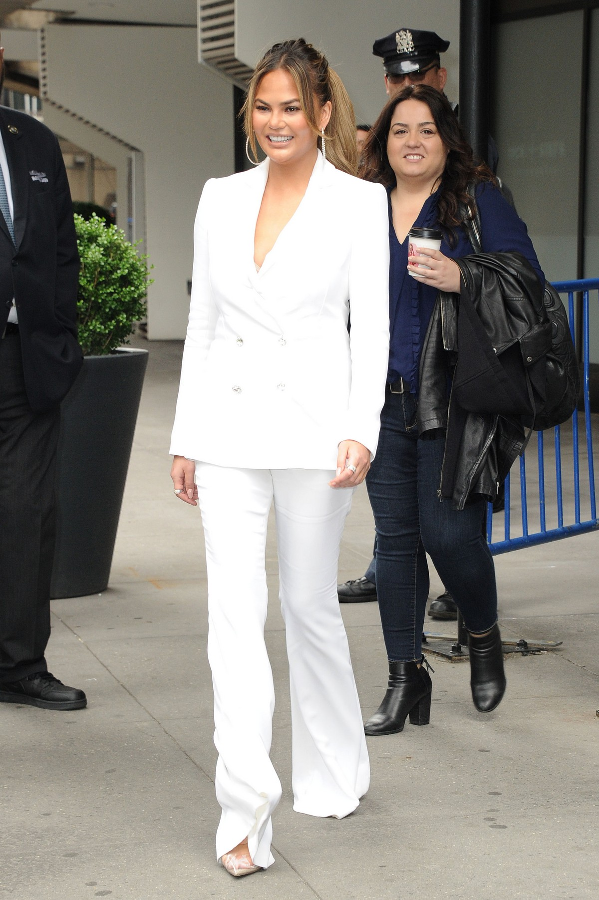 Chrissy Teigen Out in New York 2019/05/01 1