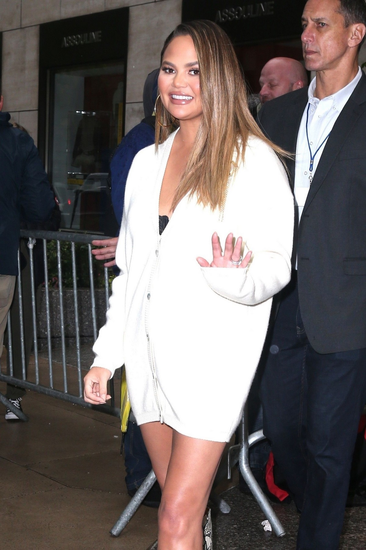 Chrissy Teigen Shows Off her legs out in New York 2019/05/13 1