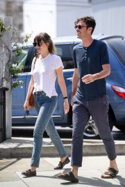 Dakota Johnson and Blake Lee Out in Los Angeles 2019/05/01 3