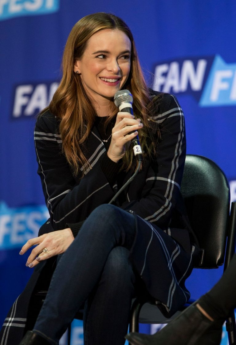 Danielle Panabaker at Fan Fest Chicago 2019/04/20 4