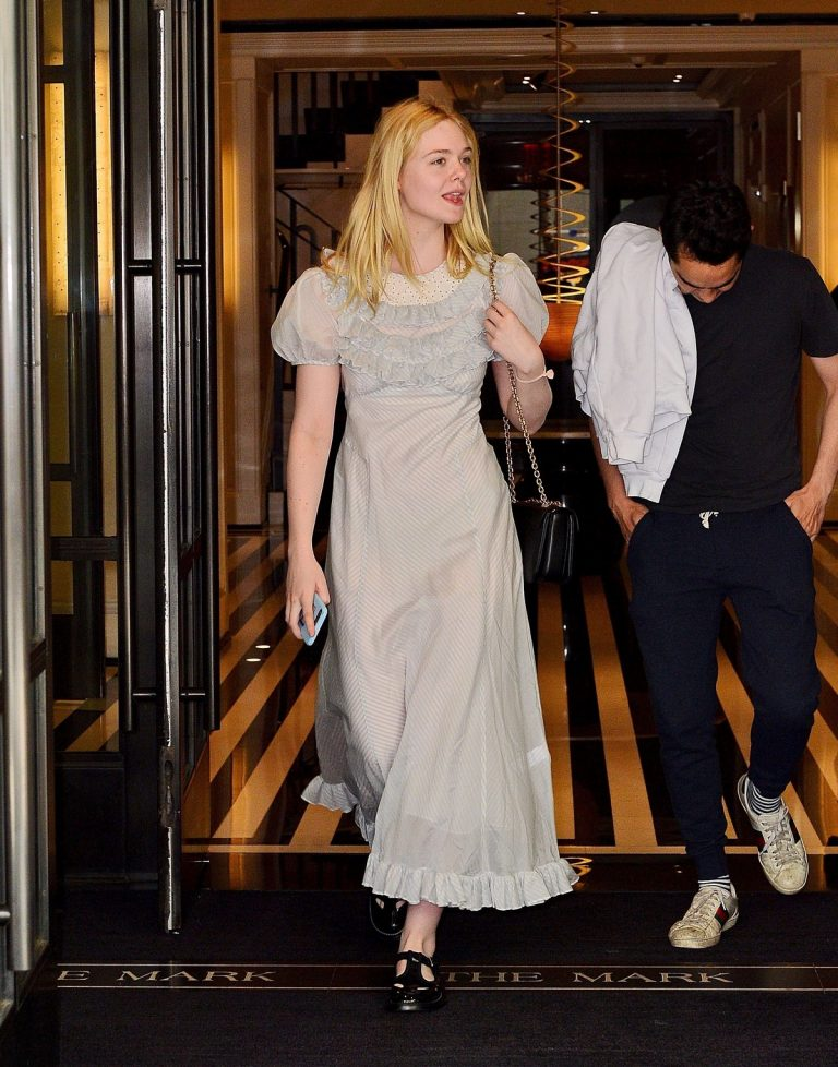 Elle Fanning and Max Minghella Out in New York 2019/05/02 3