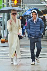 Elle Fanning and Max Minghella Out in New York 2019/05/05 4