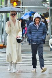 Elle Fanning and Max Minghella Out in New York 2019/05/05 5
