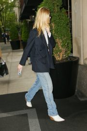 Elle Fanning Out and About in Manhattan 2019/05/03 9
