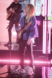 "Ellie Goulding Performs at the BBC One Show to Promote ""New Single"" in London 2019/05/10 2"