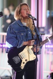 "Ellie Goulding Performs at the BBC One Show to Promote ""New Single"" in London 2019/05/10 3"
