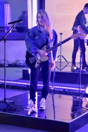 Ellie Goulding Rehearsal and Performance at The One Show in London 2019/05/10 10