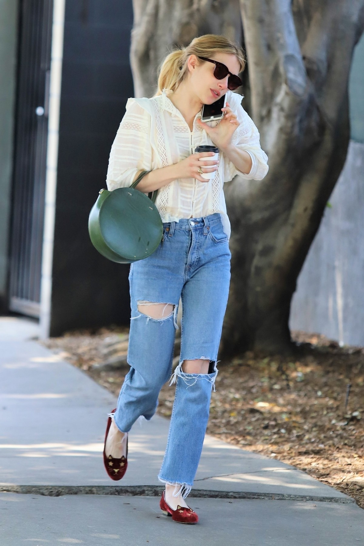 Emma Roberts Having Lunch with a friend in Los Feliz 2019/05/04 12