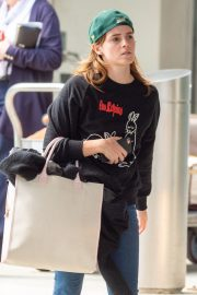 Emma Watson Arrives at JFK Airport in New York 2019/05/17 3