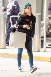 Emma Watson Arrives at JFK Airport in New York 2019/05/17 8
