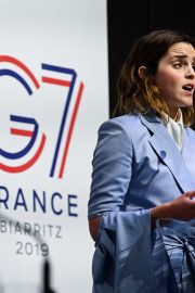 Emma Watson attends a Conference About Gender Equality in Paris 2019/05/10 2