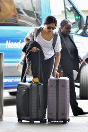 Freida Pinto Out at LAX Airport in Los Angeles 2019/05/02 5