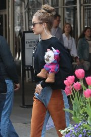 Gigi Hadid Arrives Home After Shopping in Midtown New York 2019/05/02 1